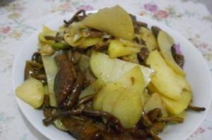 وصفة: شرائح البطاطا المقلية مع Agrocybe cylindracea