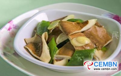 普通且营养的食物:青椒Panus giganteus炒