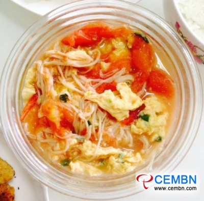 Tomato and egg soup with Enoki mushrooms