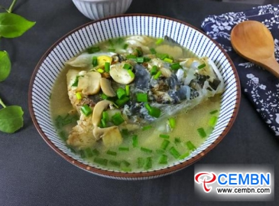 Brain-nourishing Button mushroom and fish head soup